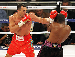 25.04.2015, Madison Square Garden, New York, USA, WBA, Wladimir Klitschko vs Bryant Jennings, im Bild l-r. Wladimir Klitschko erzielt Wirkungstreffer gegen Bryant Jennings // during IBF, WBO and WBA world heavyweight title boxing fight between Wladimir Klitschko of Ukraine and Bryant Jennings of the USA at the Madison Square Garden in New York, United Staates on 2015/04/25. EXPA Pictures © 2015, PhotoCredit: EXPA/ Eibner-Pressefoto/ Kolbert<br /> <br /> *****ATTENTION - OUT of GER*****