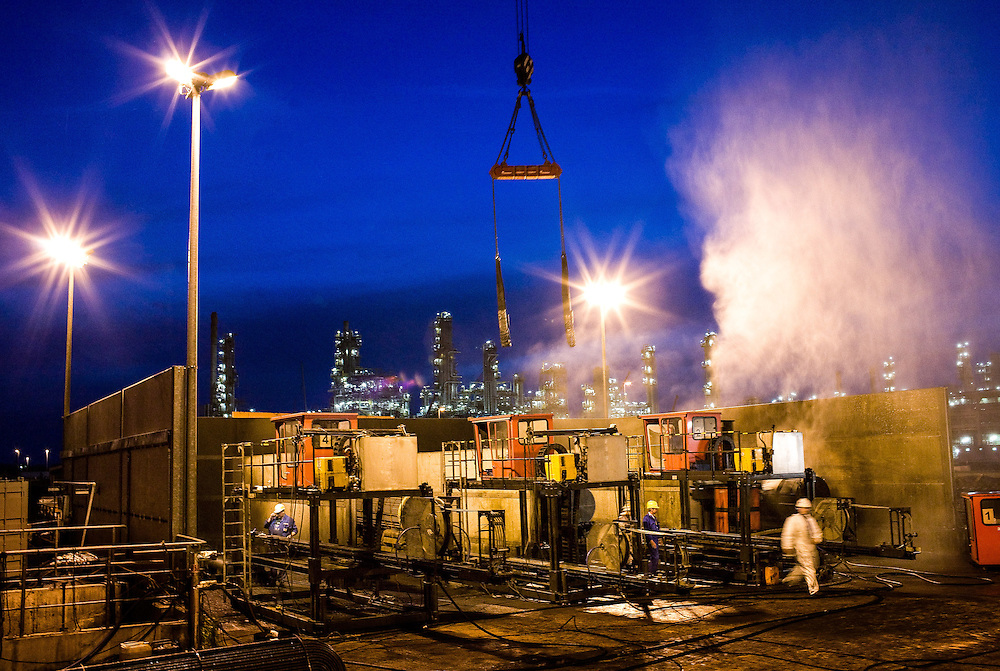 DEU Deutschland Germany Leuna  Arbeiter während der Instandsetzung der Total- Raffinerie in Leuna.