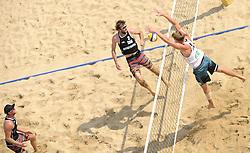 16-07-2014 NED: FIVB Grand Slam Beach Volleybal, Apeldoorn<br /> Poule fase groep A mannen - Centercourt Markt Apeldoorn, Chaim Schalk (1), Ben Saxton (2) CAN, Alexander Walkenhorst (1) GER