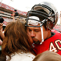 Tampa Bay Buccaneers' Mike Alstott, right, shares a moment with his wife Nicole while leaving the field following the Buccaneers, 23-7, loss to the Seattle Seahawks during their NFL football game on Sunday, December 31, 2006 in Tampa, Fla.  (AP Photo/Scott Audette)<br />