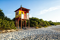 Posto de salva vidas na Praia da Daniela. Florianópolis, Santa Catarina, Brasil. / Lifeguard station at Daniela Beach. Florianopolis, Santa Catarina, Brazil.