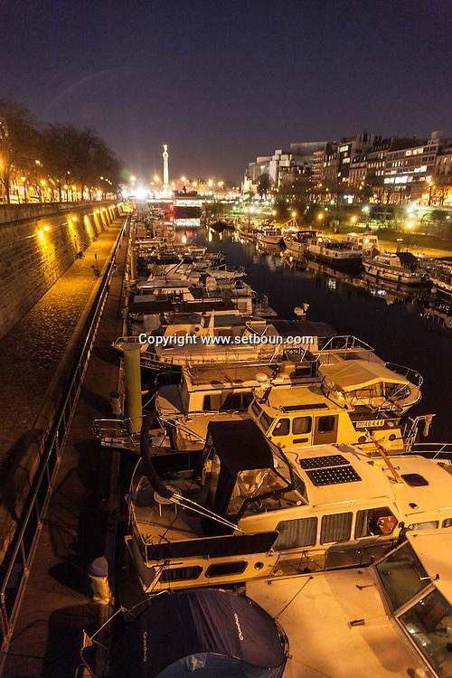 France. Paris. 4th district. Bastille. Arsenal port and canal / canal de la Bastille et port de l Arsenal