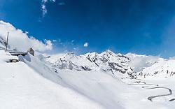 THEMENBILD - Blick auf die vom Schnee geräumten Serpentinen der Strasse und dem Fuscher Törl. Die Grossglockner Hochalpenstrasse verbindet die beiden Bundeslaender Salzburg und Kaernten mit einer Laenge von 48 Kilometer und ist als Erlebnisstrasse vorrangig von touristischer Bedeutung, aufgenommen am 2. Mai 2017, Fusch a. d. Glocknerstrasse, Oesterreich // View of the snow cleared serpentines of the road and the Fuscher Toerl. The Grossglockner High Alpine Road connects the two provinces of Salzburg and Carinthia with a length of 48 km and is as an adventure road priority of tourist interest at Fusch a. d. Glocknerstrasse, Austria on 2017/05/02. EXPA Pictures © 2017, PhotoCredit: EXPA/ JFK