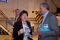 UTRECHT -  NVG voorzitter Jacqueline Lambrechtse met Alan Rijks  tijdens het het NVG congres met als thema 'vinden& binden'. COPYRIGHT KOEN SUYK