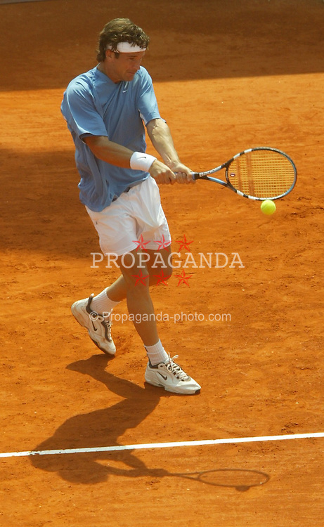 MONTE-CARLO, MONACO - Tuesday, April 15, 2003: Carlos Moya (Sapin) in action during the 1st Round of the Tennis Masters Monte-Carlo. (Pic by David Rawcliffe/Propaganda)