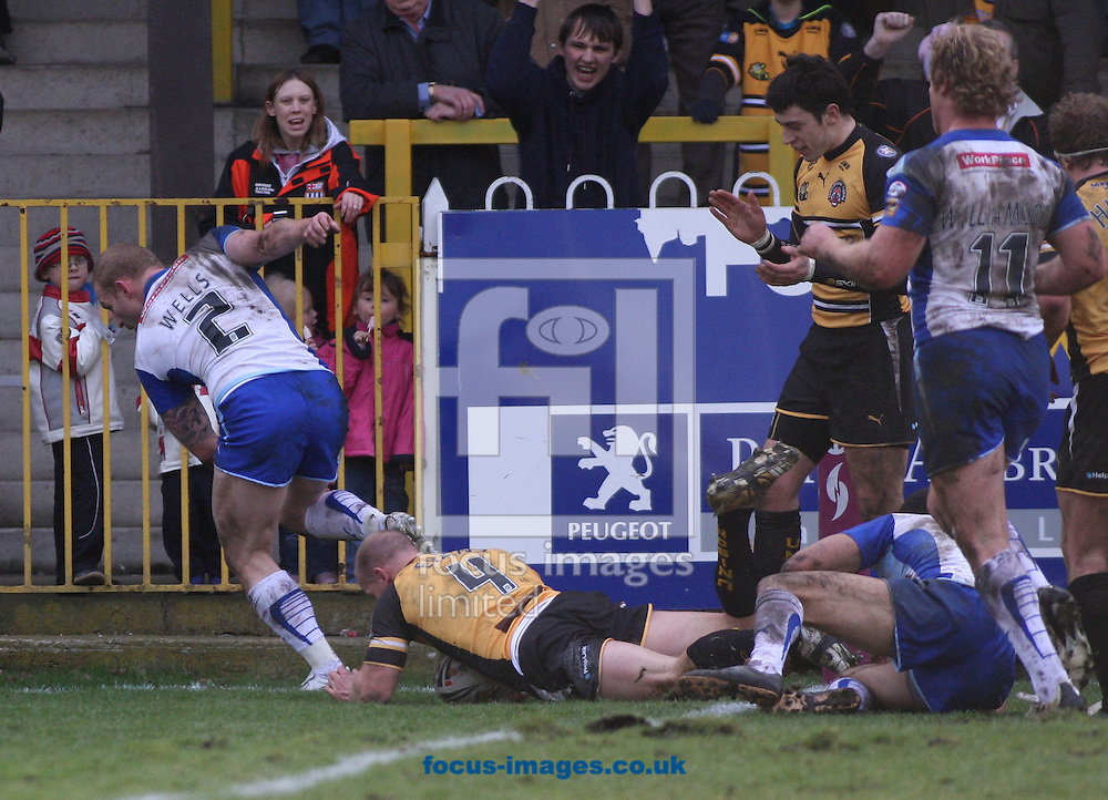 Castleford - Sunday 15th February 2009: James Evans of Castleford Tiger's scores the opening try during the Engage Super League match at Castleford. (Pic by Steven Price/Focus Images)
