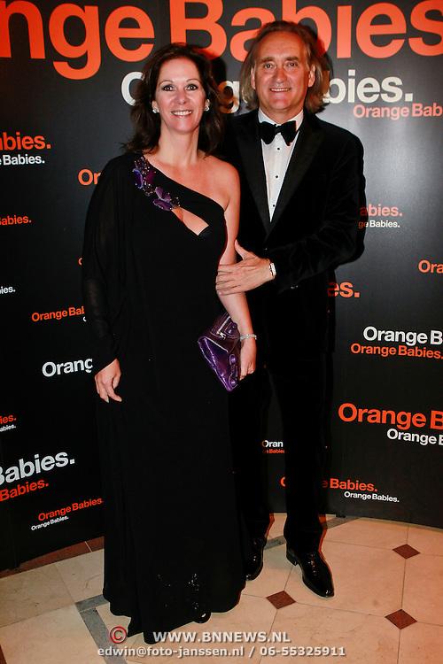 NLD/Noordwijk/20110625 - Orange Babies Gala 2011, Annemarie van Gaal en partner Frans de Vlieger