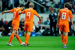 12-08-2009 VOETBAL: NEDERLAND - ENGELAND: AMSTERDAM<br /> Nederland speelt met 2-2 gelijk tegen Engeland / Robin van Persie, Dirk Kuyt en Stijn Schaars<br /> &copy;2009-WWW.FOTOHOOGENDOORN.NL