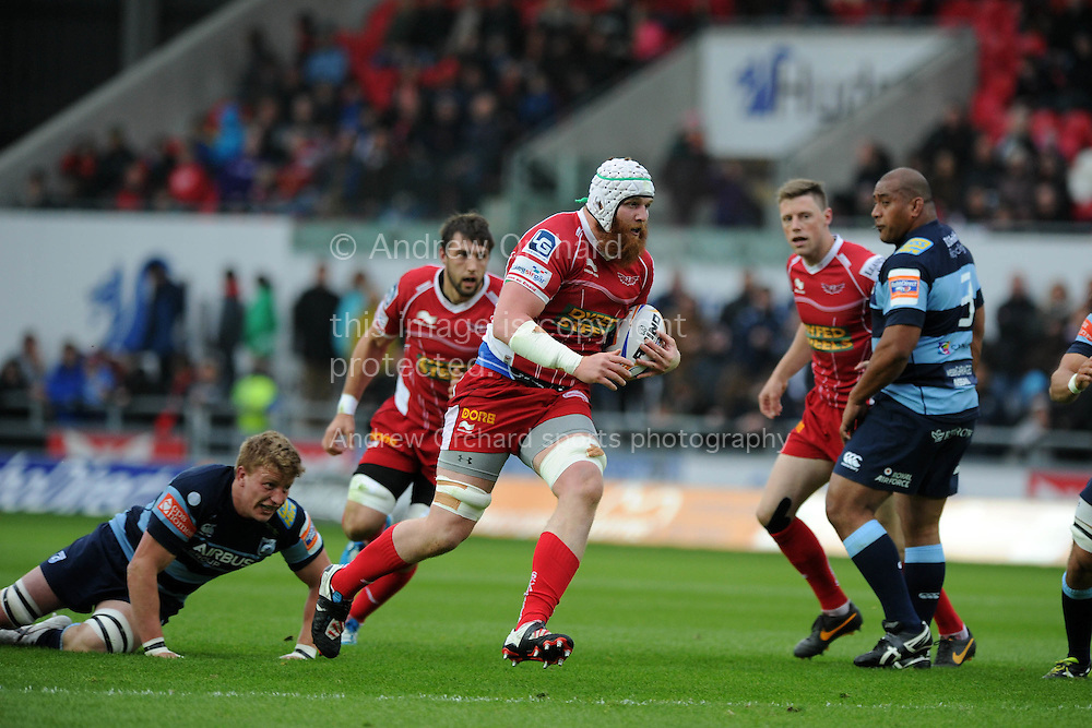 Jake Ball of the Scarlets makes a break.  Rabodirect Pro12 rugby union match, Scarlets v Cardiff Blues at Parc y Scarlets in Llanelli, South Wales on Sat 10th May 2014.<br /> pic by Andrew Orchard, Andrew Orchard sports photography.