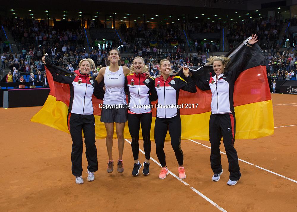 GER-UKR, Deutschland - Ukraine, <br /> Porsche Arena, Stuttgart, internationales ITF  Damen Tennis Turnier, Mannschafts Wettbewerb,<br /> L-R. Team Chefin Barbara RittnerJULIA GOERGES ,ANGELIQUE KERBER,CARINA WITTHOEFT und LAURA SIEGEMUND (GER)  jubeln nach dem Sieg der deutschen Mannschaft