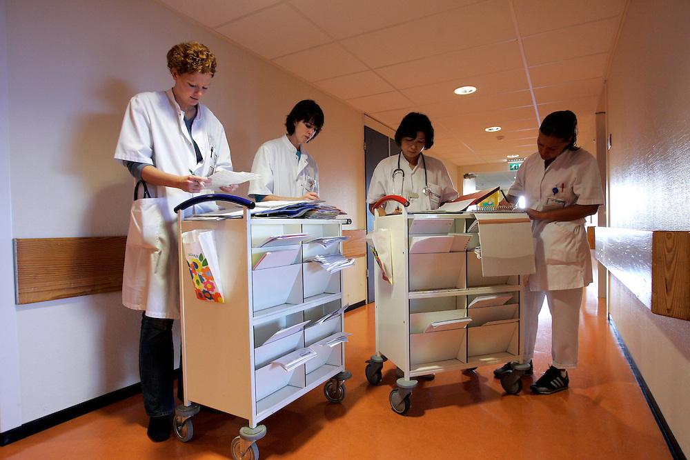The Hague. Hospital. MCH. Medisch Centrum Haaglanden. Doctors and nurses..Photo: Gerrit de Heus