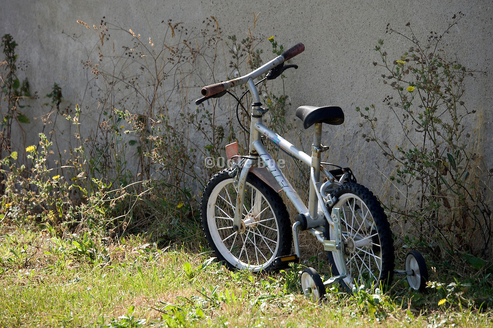 abandoned children bicycle