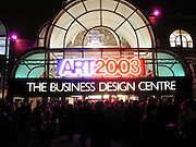 Art 2003 London Art Fair opening. Business Design Centre.  14 January 2003. © Copyright Photograph by Dafydd Jones 66 Stockwell Park Rd. London SW9 0DA Tel 020 7733 0108 www.dafjones.com