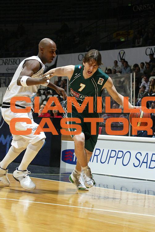 DESCRIZIONE : Bologna Fiba Cup 2006-07 Europonteggi Virtus Bologna Adecco Asvel Villeurbanne <br /> GIOCATORE : <br /> SQUADRA : Adecco Asvel Villeurbanne <br /> EVENTO : Fiba Cup 2006-2007 <br /> GARA : Europonteggi Virtus Bologna Adecco Asvel Villeurbanne <br /> DATA : 14/11/2006 <br /> CATEGORIA : Penetrazione <br /> SPORT : Pallacanestro <br /> AUTORE : Agenzia Ciamillo-Castoria/L.Villani <br /> Galleria : Fiba Eurocup  2006-2007 <br /> Fotonotizia : Bologna Europonteggi Virtus Bologna Adecco Asvel Villeurbanne <br /> Predefinita :