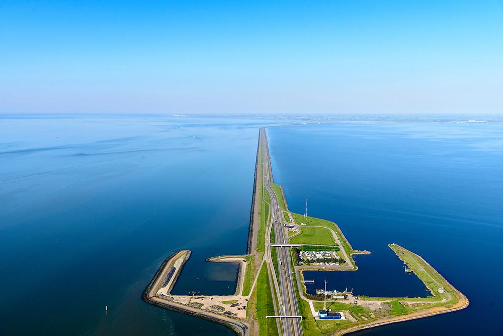 Nederland, Friesland, Gemeente Wonseradeel, 07-05-2018; Afsluitdijk ter hoogte van Breezanddijk, het voormalig werkeiland Breezand. Gezien naar de kust van Friesland, aan de horizon. Waddenzee links, IJsselmeer rechts. Het gebouw is de Blue Energy Centrale, proefopstelling voor opwekking van elektriciteit waarbij gebruik gemaakt wordt van het verschil in zoutgehalte tussen de Noordzee (zout, links) en het IJsselmeer.<br /> Enclosure Dam at the height of Breezanddijk, former 'work island' Breezand, seen in the direction of the Noord-Holland coast at the horizon (32 kilometers away). IJsselmeer lake (right), the Wadden Sea (left)<br /> luchtfoto (toeslag op standard tarieven);<br /> aerial photo (additional fee required);<br /> copyright foto/photo Siebe Swart
