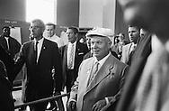 1959, September. Nikita Khrushchev  loves America!<br /> <br /> 1959, Septembre . Nikita Khrouchtchev aime l'Am&eacute;rique !