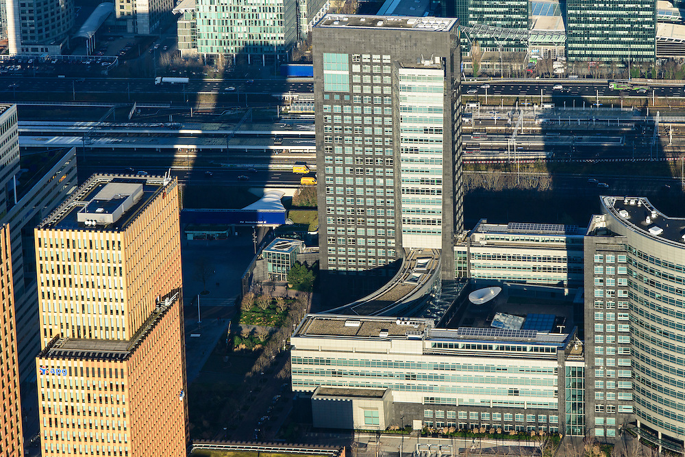 Nederland, Noord-Holland, Amsterdam, 11-12-2013; zicht op de Zuidas, detail hoofdkantoor ABN-AMRO en APG  Algemene Pensioen Groep (ABP).<br /> Zuid-as, 'South axis', financial center in the South of Amsterdam, with headquarters of former ABN AMRO. Amsterdam equivalent of 'the City', financial district. <br /> luchtfoto (toeslag op standaard tarieven);<br /> aerial photo (additional fee required);<br /> copyright foto/photo Siebe Swart.
