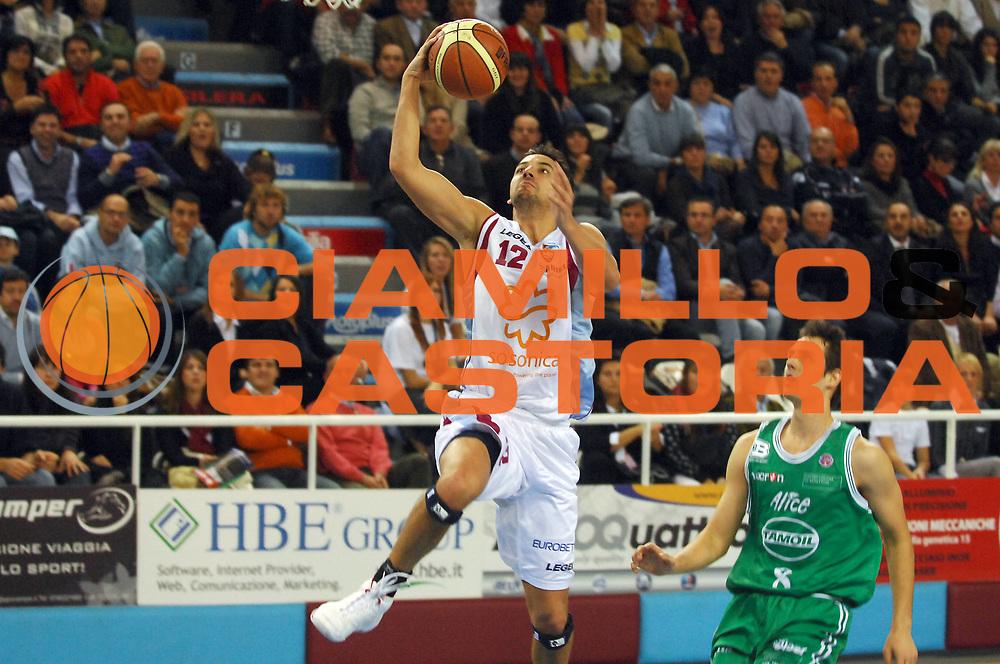 DESCRIZIONE : Rieti Lega A1 2008-09 Solsonica Rieti Benetton Treviso<br /> GIOCATORE : Patricio Prato<br /> SQUADRA : Solsonica Rieti <br /> EVENTO : Campionato Lega A1 2008-2009 <br /> GARA : Solsonica Rieti Benetton Treviso<br /> DATA : 09/11/2008 <br /> CATEGORIA : Tiro<br /> SPORT : Pallacanestro <br /> AUTORE : Agenzia Ciamillo-Castoria/E.Grillotti<br /> GALLERIA : Lega Basket A1 2008-2009 <br /> FOTONOTIZIA : Rieti Campionato Italiano Lega A1 2008-2009 Solsonica Rieti Benetton Treviso<br /> PREDEFINITA :