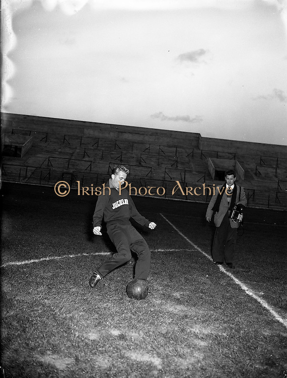 18/10/1955<br /> 10/18/1955<br /> 18 October 1955<br /> Soccer: Yugoslavian team practice before game with Ireland.
