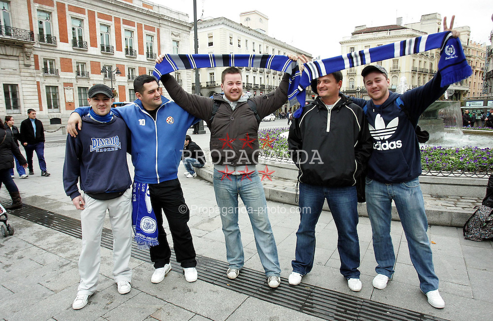 22.11.2011, Estadio Santiago Bernabéu, Madrid, ESP, UEFA CL, Gruppe D, Real Madrid (ESP) vs Dinamo Zagreb (CRO) im Bild FC Dinamo Zagreb's supporters gather in center of Madrid before match agains FC Real Madrid // during the football match of UEFA Champions league, group d, between Real Madrid (ESP) vs Dinamo Zagreb (CRO) at Estadio Santiago Bernabéu, Madrid, ESP, on 2011/11/22EXPA Pictures © 2011, PhotoCredit: EXPA/ nph/ PIXSELL/ Sajin Strukic..***** ATTENTION - OUT OF GER, CRO *****