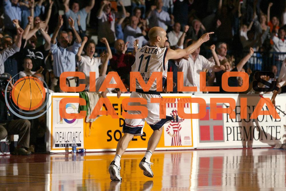 DESCRIZIONE : Biella Lega A1 2006-07 Angelico Biella VidiVici Virtus Bologna<br /> GIOCATORE : Roller<br /> SQUADRA : Angelico Biella<br /> EVENTO : Campionato Lega A1 2006-2007 <br /> GARA : Angelico Biella VidiVici Virtus Bologna<br /> DATA : 25/04/2007 <br /> CATEGORIA : Esultanza<br /> SPORT : Pallacanestro <br /> AUTORE : Agenzia Ciamillo-Castoria/G.Cottini