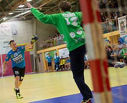 17.09.2015, Sporthalle, Leoben, AUT, HLA, Union JURI Leoben vs Sparkasse Schwaz Handball Tirol, Grunddurchgang, im Bild Marek Kovacech (Leoben), Michael Kalischnig (Schwaz) // during the HLA between Union JURI Leoben vs Sparkasse Schwaz Handball Tirol at the Sport Hall, Leoben, Austria on 2015/09/17, EXPA Pictures © 2015, PhotoCredit: EXPA/ Dominik Angerer