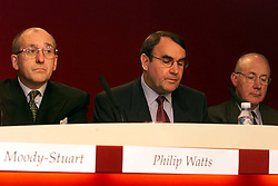 Shell Results, L to R Mark Moody-Stuart Chairman, Phil Watts M.D, Paul Skinner M.D, August 3, 2000. Photo by Andrew Parsons/i-Images.