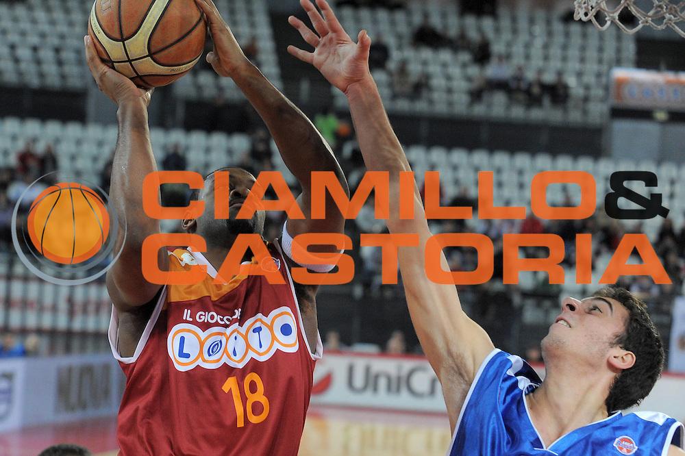 DESCRIZIONE : Roma Lega A 2009-10 Lottomatica Virtus Roma Martos Napoli<br /> GIOCATORE : Ricky Minard<br /> SQUADRA : Lottomatica Virtus Roma<br /> EVENTO : Campionato Lega A 2009-2010<br /> GARA : Lottomatica Virtus Roma Martos Napoli<br /> DATA : 10/01/2010<br /> CATEGORIA : Tiro<br /> SPORT : Pallacanestro<br /> AUTORE : Agenzia Ciamillo-Castoria/G.Vannicelli<br /> Galleria : Lega Basket A 2009-2010<br /> Fotonotizia : Roma Campionato Italiano Lega A 2009-2010 Lottomatica Virtus Roma Martos Napoli<br /> Predefinita :