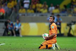 O goleiro Fernando Muslera em lance da partida entre Brasil e Uruguai válida pela Copa das Confederações, no Estádio Mineirão, em Belo Horizonte-MG. FOTO: Jefferson Bernardes/Preview.com