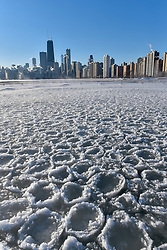 © Licensed to London News Pictures. 27/12/2017. CHICAGO, USA.  Pancake ice has formed in a secluded bay near North Avenue Beach. The city of Chicago experiences sub-zero temperatures.  With the effects of wind chill, temperatures are expected to be -22C to -32C.  Photo credit: Stephen Chung/LNP