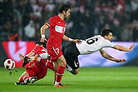 Fotball<br /> EM-kvalifisering<br /> Tyrkia v Østerrike <br /> 29.03.2011<br /> Foto: Gepa/Digitalsport<br /> NORWAY ONLY<br /> <br /> Bild zeigt Goekhan Gönül (TUR) und Paul Scharner (AUT)