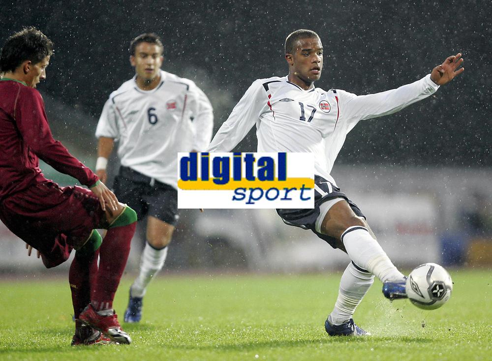 Fotball<br /> EM-kvalifisering G18 / U19<br /> Portugal v Norge<br /> Nadderud Stadion<br /> 09.10.2006<br /> Foto: Morten Olsen, Digitalsport<br /> <br /> Glenn Roberts - V&aring;lerenga <br /> Daniel Filipe Carrico - Portugal