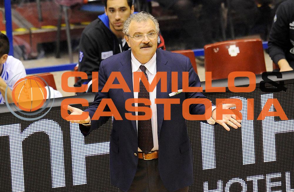 DESCRIZIONE : Milano Coppa Italia Final Eight 2014 Quarti di Finale EA7 Emporio Armani Milano Banco di Sardegna Sassari<br /> GIOCATORE : Meo Sacchetti<br /> CATEGORIA : Allenatori Coach Direttive Fair Play<br /> SQUADRA : Banco di Sardegna Sassari<br /> EVENTO : Beko Coppa Italia Final Eight 2014<br /> GARA : EA7 Emporio Armani Milano Banco di Sardegna Sassari<br /> DATA : 08/02/2014<br /> SPORT : Pallacanestro<br /> AUTORE : Agenzia Ciamillo-Castoria/A.Giberti<br /> GALLERIA : Lega Basket Final Eight Coppa Italia 2014<br /> FOTONOTIZIA : Milano Coppa Italia Final Eight 2014 Quarti di Finale EA7 Emporio Armani Milano Banco di Sardegna Sassari<br /> Predefinita :
