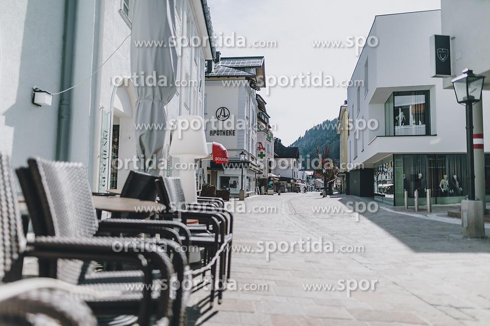 20.03.2020, Zell am See, AUT, tägliches Leben mit dem Coronavirus, im Bild kein Mensch ist in der Fußgängerzone unterwegs. Leere Plätze in der Innenstadt von Zell am See. Für ganz Österreich wurde eine Ausgangsbeschränkung der Bundesregierung ausgesprochen // no one is on the move in the pedestrian zone. Empty places in the city centre of Zell am See. The Austrian government is pursuing aggressive measures in an effort to slow the ongoing spread of the coronavirus, Zell am See, Austria on 2020/03/20. EXPA Pictures © 2020, PhotoCredit: EXPA/ Stefanie Oberhauser