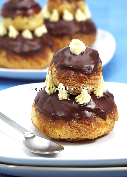 PLATE WITH FRENCH CAKES CALLED CHOCOLATE RELIGIEUSE