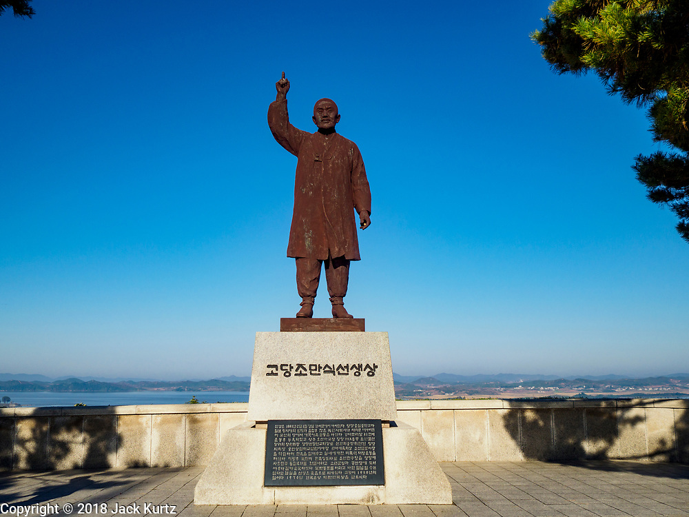 PAJU, GYEONGGI, SOUTH KOREA: A statue of Cho Man Sik, a Korean who fought against the Japanese colonization of Korea, stands at the entrance to Odusan Unification Observatory, a tourist attraction that overlooks the DMZ. Tourism to the Korean DeMilitarized Zone (DMZ) has increased as the pace of talks between South Korea, North Korea and the United States has increased. Some tours are sold out days in advance.      PHOTO BY JACK KURTZ