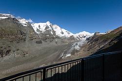 THEMENBILD - Blick auf den Grossglockner mit dem Gletscher Pasterze. Sie verbindet die beiden Bundeslaender Salzburg und Kaernten mit einer Laenge von 48 Kilometer und ist als Erlebnisstrasse vorrangig von touristischer Bedeutung, aufgenommen am 31. Juli 2015, Heiligenblut, Oesterreich // View of the Grossglockner Mountain with the Pasterze Glacier. The Grossglockner High Alpine Road connects the two provinces of Salzburg and Carinthia with a length of 48 km and is as an adventure road priority of tourist interest at Heiligenblut, Austria on 2015/07/31. EXPA Pictures © 2015, PhotoCredit: EXPA/ JFK