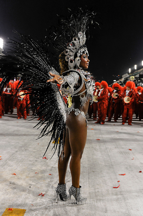 Bateria Queen from Estacio de Sá Samba School, the most ancient in Rio, now part of Group A, struggling to come back to the Elite of Samba Schools-