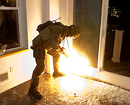 York County Quick Response Team (QRT) dynamic entry training scenario..2007.John A. Pavoncello/Pho-tac.com
