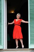 Castpresentatie romantische komedie Toscaanse Bruiloft in Villa Rossi Lucca, Italie<br /> <br /> Op de foto:  Martine Sandifort