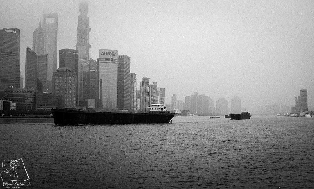 Der Fluss Huangpu und die Insel Pudong in Shanghai