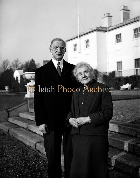 President Eamon de Valera and Mrs. de Valera celebrate their Golden Wedding Anniversary at Áras an Uachtarain.. 07.01.1960<br />