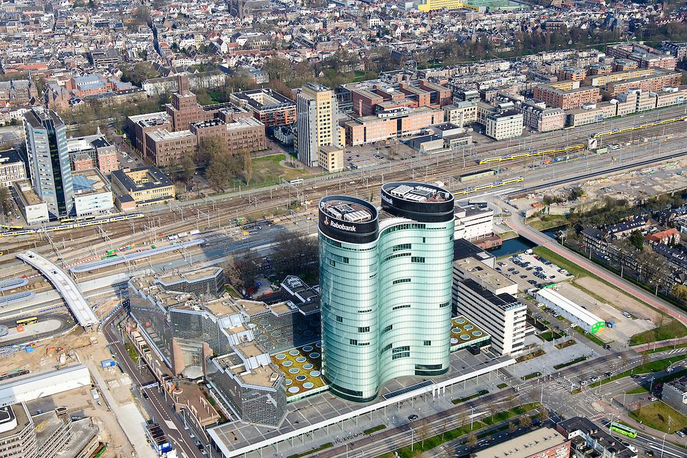 Nederland, Utrecht, Gemeente Utrecht, 01-04-2016; Ontwikkeling van het Stationsgebied Utrecht - CU2030. Hoofdkantoor RABO in de voorgrond, Rabotoren.<br /> Developement of the new Station Area Utrecht with RABO headquarters.