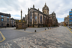 Edinburgh, Scotland, UK. 29 March, 2020. Life in Edinburgh on the first Sunday of the Coronavirus lockdown. Streets deserted, shops and restaurants closed, very little traffic on streets and reduced public transport. Pictured; The Royal Mile is empty at St Giles Cathedral. Iain Masterton/Alamy Live News