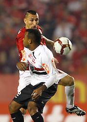 Guiñazu na partida entre as equipes do Internacional e São Paulo, realizada no Estádio Beira Rio, em Porto Alegre, válido pela semi-final da Copa Libertadores da América 2010. FOTO: Jefferson Bernardes / Preview.com