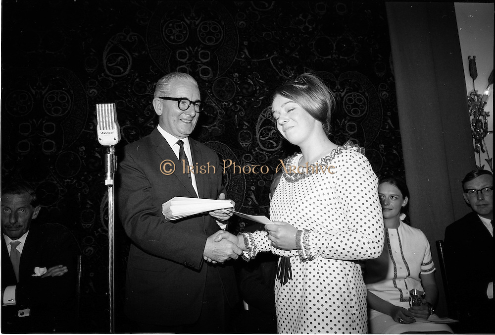 """28/06/1967<br /> 06/28/1967<br /> 28 June 1967<br /> Presentation of prizes at Navan Carpets """"Young Designer of the Year"""" reception in the Royal Hibernian Hotel, Dublin. Image shows Mr. James White, Director National Gallery of Ireland presenting a cash prize to one of the winners (possibly Mary McCullogh, Germantown, Co. Meath)."""