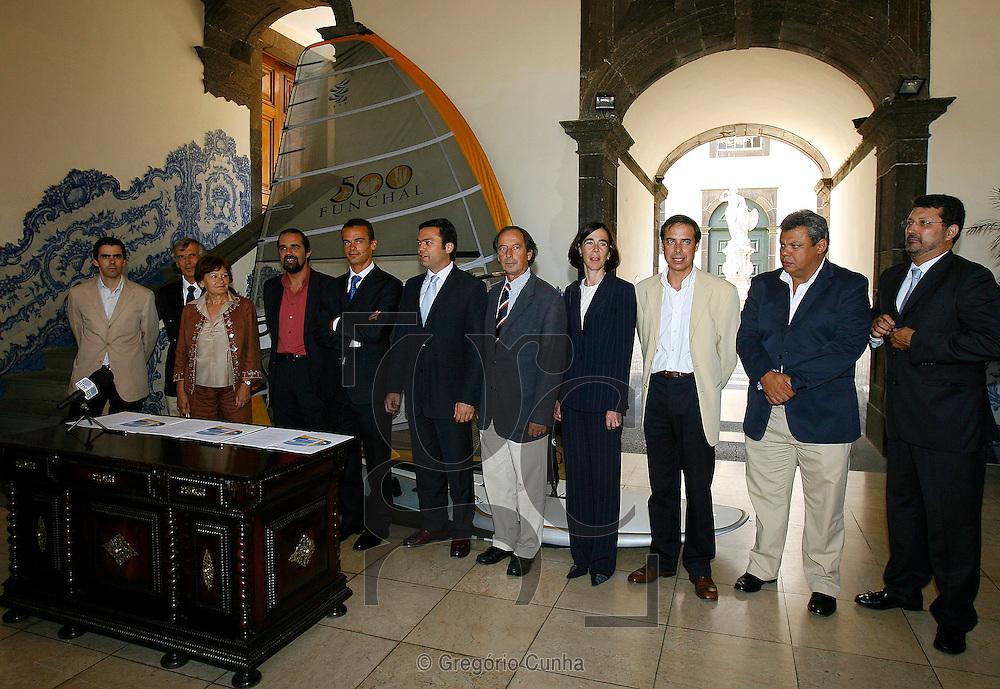 PROTOCOLO DE PATROCINIO ENTRE O ATLETA JOAO RODRIGUES E A CAMARA MUNICIPAL DO FUNCHAL.FOTO GREGORIO CUNHA........