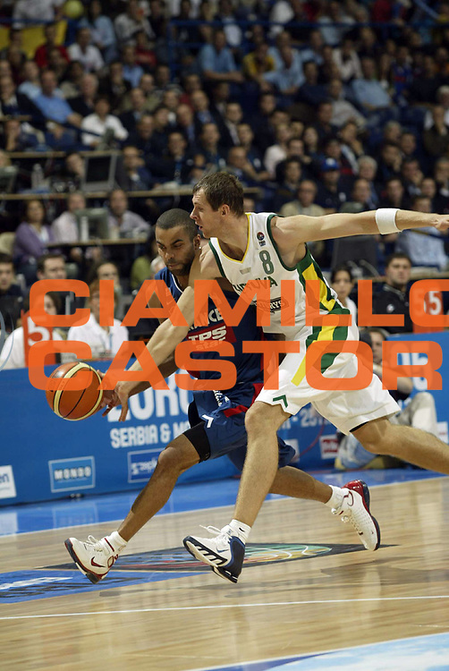 DESCRIZIONE : Belgrado Belgrade Eurobasket Men 2005 Francia-Lituania<br /> GIOCATORE : Parker Siskauskas<br /> SQUADRA : Francia France Lituania Lithuania<br /> EVENTO : Eurobasket Men 2005 Campionati Europei Uomini 2005<br /> GARA : Francia Lituania France Lithuania<br /> DATA : 22/09/2005<br /> CATEGORIA :<br /> SPORT : Pallacanestro<br /> AUTORE : Ciamillo&amp;Castoria/Fiba Europe Pool