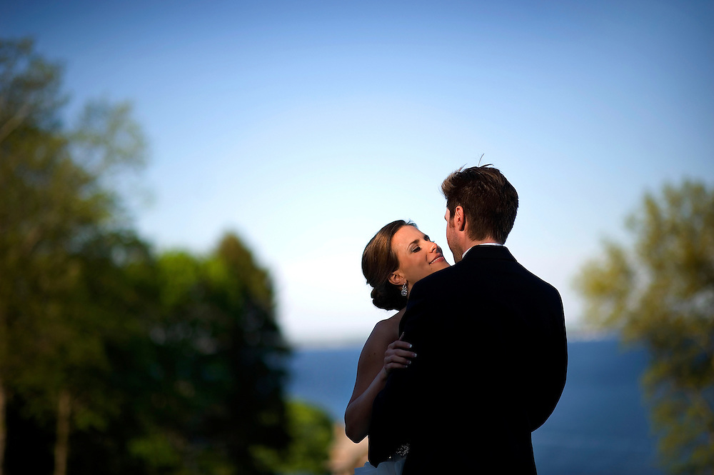 A bride and groom at the Aldrich Mansion in Warwick, Rhode Island.
