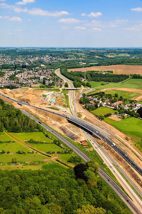 Nederland, Limburg, Maastricht, 27-05-2013; bouwwerkzaamheden voor de A2 traverse, De Groene Loper. <br /> Knooppunt Kruisdonk (A2 / A79), gezien richting naar het Noorden. Snelweg A2 gaat ondergronds, er wordt een gestapelde tunnel gebouwd (2 wegen boven elkaar). Het plan moet voor een betere bereikbaarheid en leefbaarheid van Maastricht zorgen en ook voor een betere doorstroming op de A2.<br /> Construction works for motorway A2 crossing Maastricht, the so-called Green Carpet.<br /> The A2 motorway goes underground, a stacked tunnel is  built with two roads above each other). The plan should provide better accessibility and traffic flow.<br /> luchtfoto (toeslag op standard tarieven);<br /> aerial photo (additional fee required);<br /> copyright foto/photo Siebe Swart.